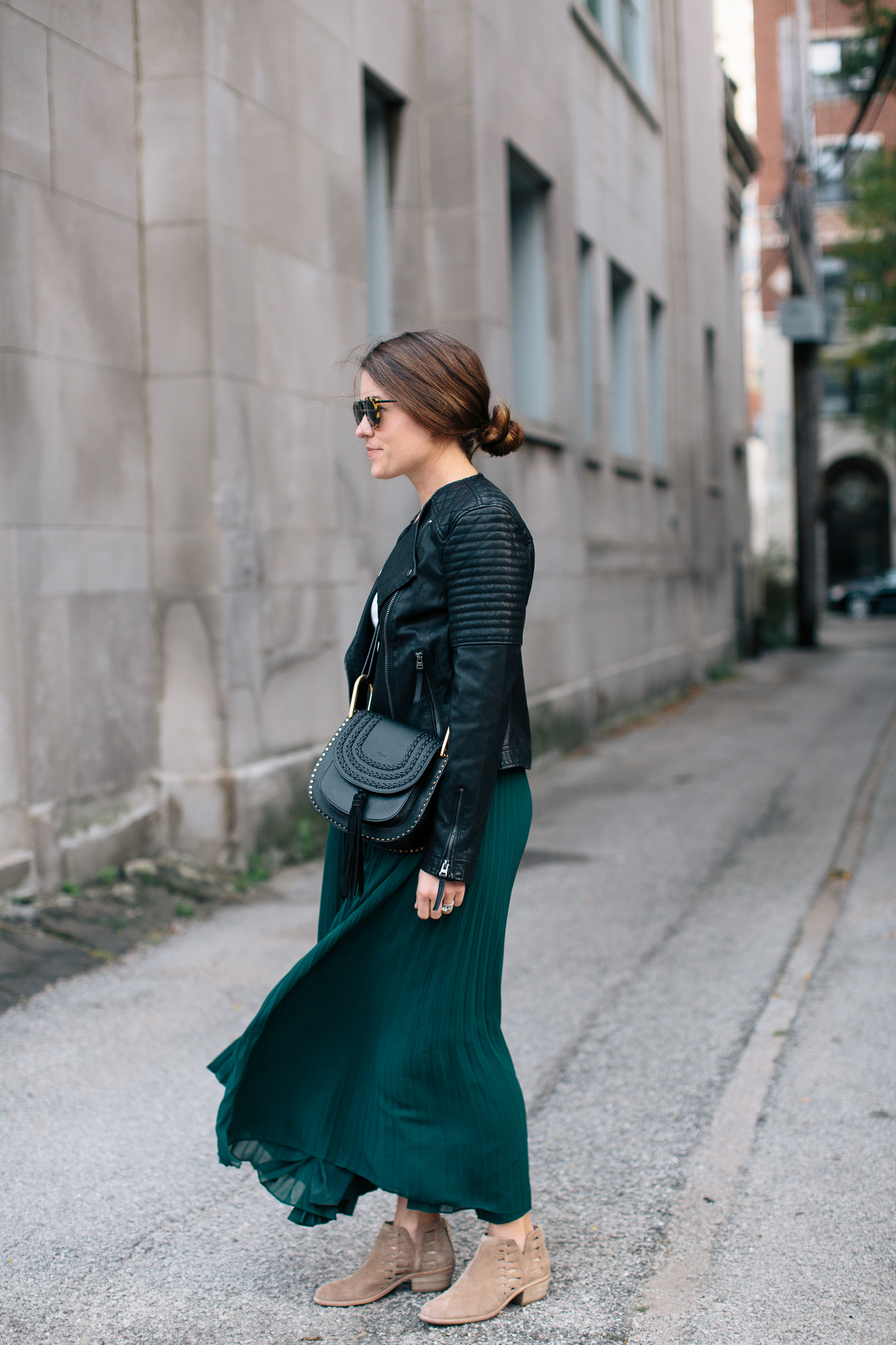 how-to-wear-a-maxi-skirt-into-fall-1-of-18