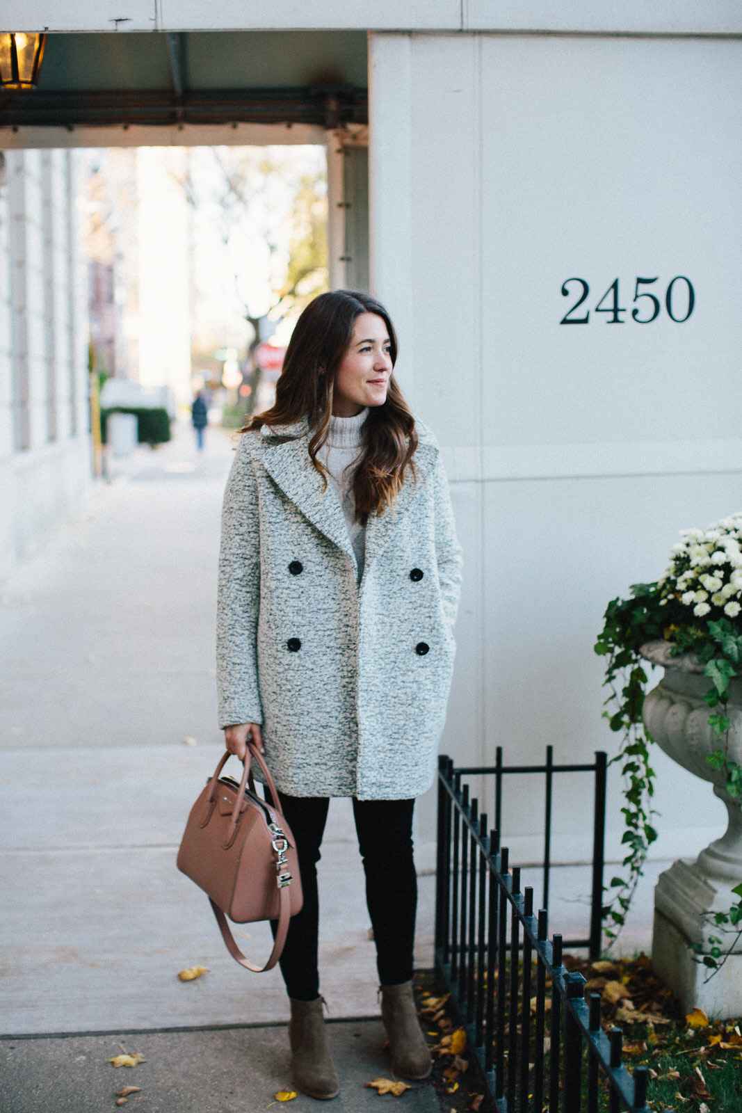 stylish winter outfits for moms