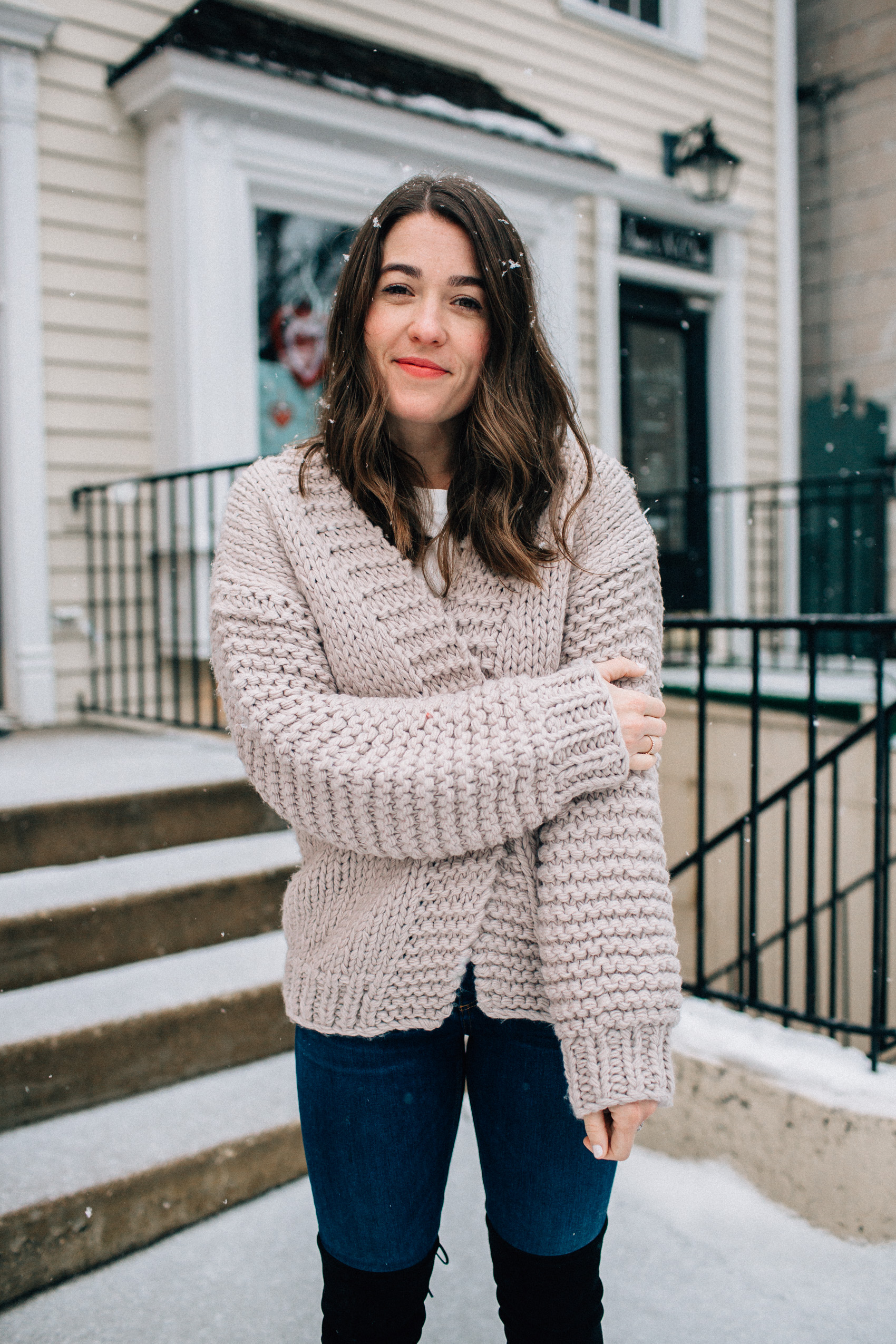 valentine's day casual outfit blue jeans pale pink cardigan