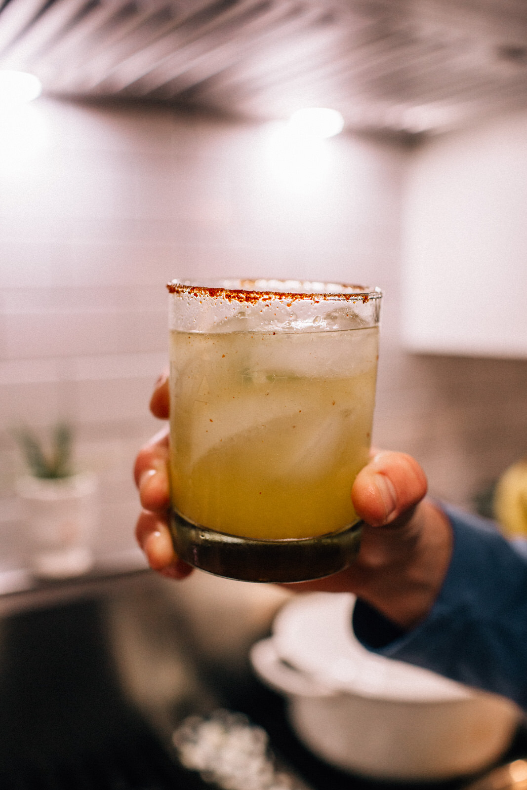 easy skinny margarita recipe that doesnt use margarita mix salt on rim of glass